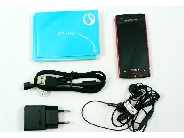 obsah balení Sony Ericsson Xperia ray - černá